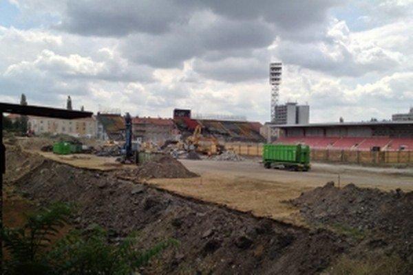 Momentálne sa v areáli súčasného Štadióna Antona Malatinského búra.