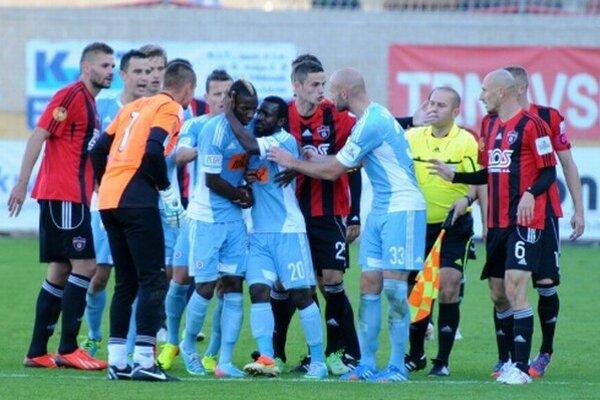 Záver zápasu medzi Trnavou a Slovanom sprevádzali emócie.