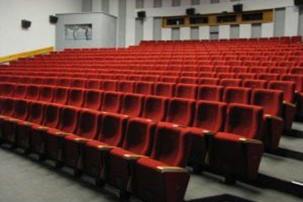 Sedadlá v kine Hviezda prázdne zatiaľ nezostanú.