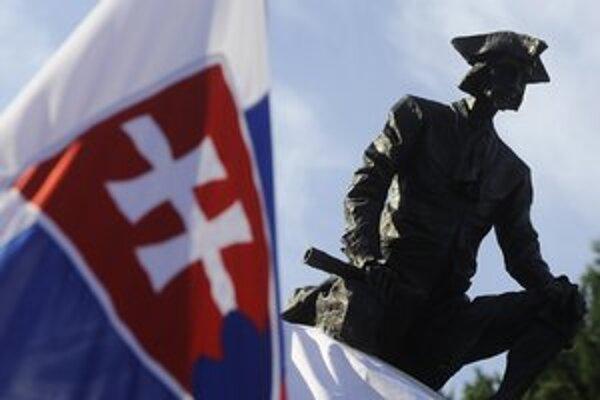 Móricovi Beňovskému odhalili nedávno vo Vrbovom pamätník.