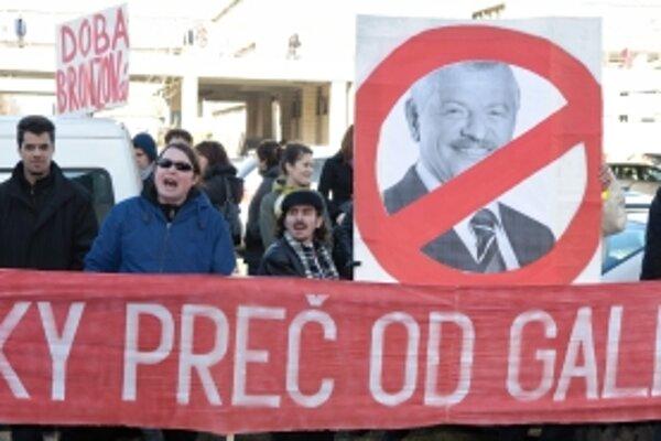 Pred galériou sa protestovalo aj po odvolaní bývalého riaditeľa Vladimíra Beskyda.