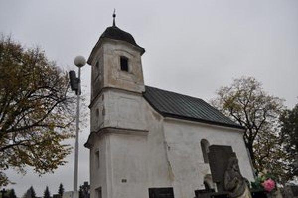 Vzácny kostolík nad Dechticami stojí už 840 rokov.