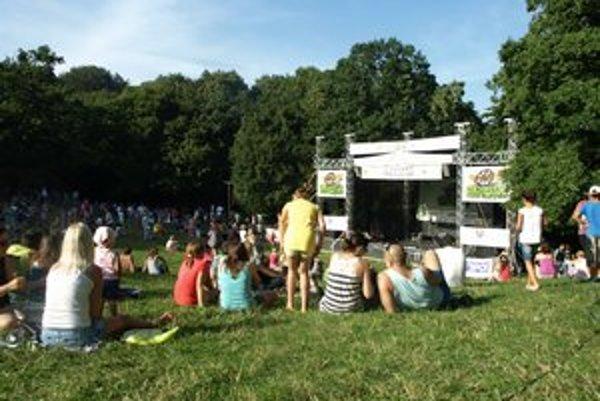 Koncert v Smoleniciach pritiahol vlani stovky divákov.