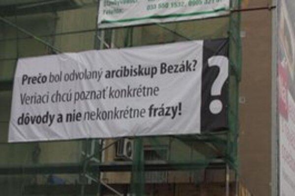 Transparent na podporu Bezáka v Trnave.