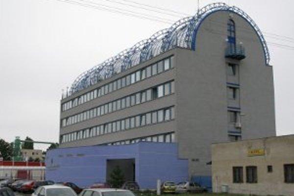 O budovu gymnázia má záujem Trnavská univerzita. Na Hollého ulicu by z terajšieho sídla Pedagogickej fakulty na Priemyselnej ulici prešli humanitne a spoločenskovedne zamerané katedry a tiež dekanát fakulty.