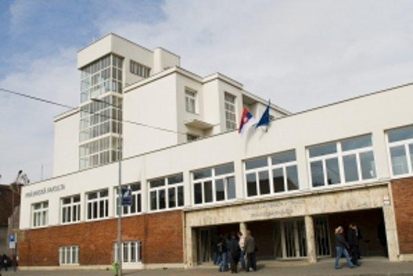 Platy absolventov. Trnavské školy predbehli univerzity z Bratislavy, Trenčína aj Žiliny.