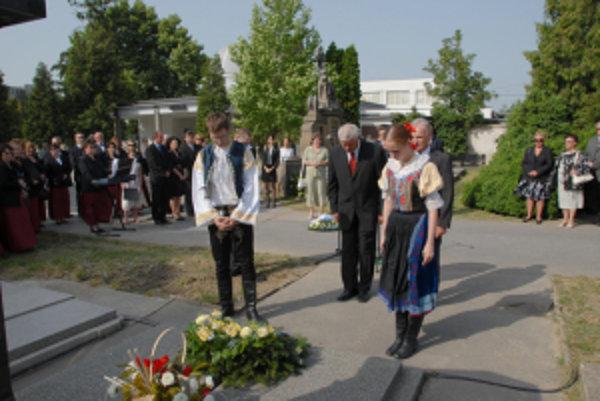 Pri hrobe Mikuláša Schneidera Trnavského.