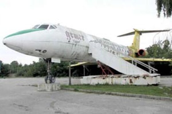 Staré lietadlo, bývalá reštaurácia na letisku.