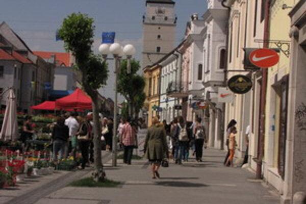 Obchody v centre registrujú pokles zákazníkov i tržieb. Ľudia radšej nakupujú v obchodných centrách na periférii.