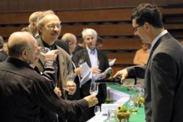 Vinári si už tradične pochutnávali na vzorkách rôznych vín v športovej hale.