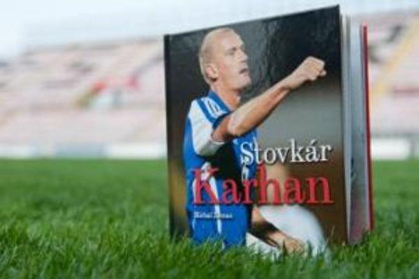 Autorom novej publikácie o Miroslavovi Karhanovi je novinár Michal Zeman.