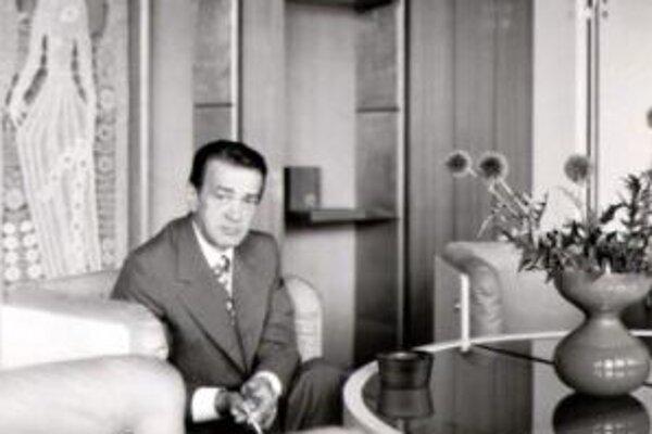 Básnik a socialistický minister kultúry zomrel pred dvadsiatimi rokmi.