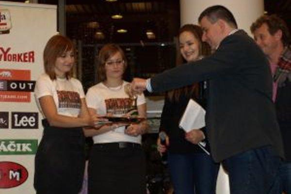 V OC Galéria pokrstil Patrik Herman spolu s Vladom Voštinárom a Zuzkou Šebovou charitatívny kalendár.
