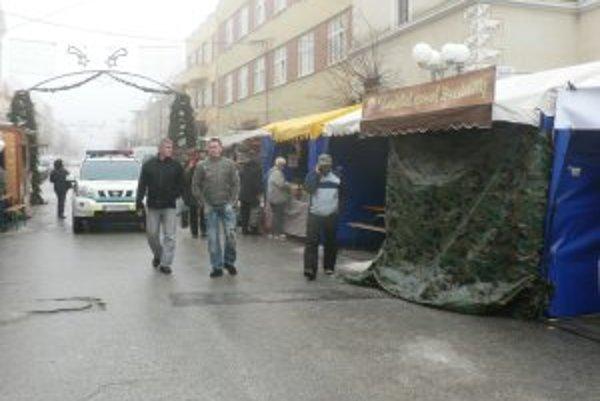 Stánok so syrmi vykradli počas tohtoročných Vianočných trhov v Trnave už dvakrát. Škody po druhej krádeži budú istotne vyššie.