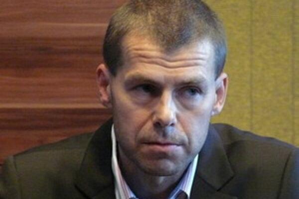 Jozef Pobiecký (na fotografii)nominant strany SDKÚ-DS.