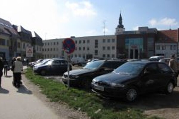 Parkovisko prešlo opäť do vlastníctva mesta.