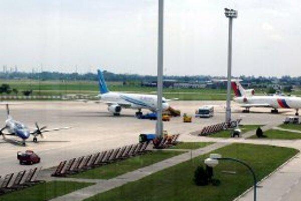 Finančné problémy letiska by pomohla zmierniť pravidelná linka.