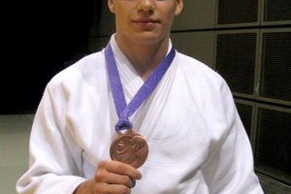 Trnavský džudista mal zo zisku bronzovej medaily v Singapure veľkú radosť.