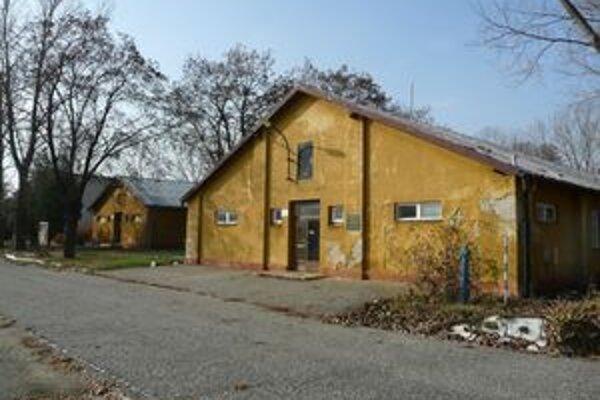 Bývalé väzenské ubytovne by sa do dvoch rokov mali zrekonštruovať a zmeniť na Múzeum holokaustu.