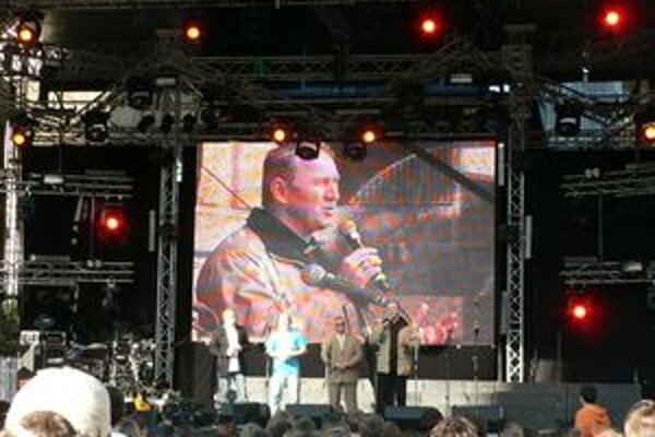 Arcibiskup pri otvorení festivalu Lumen.