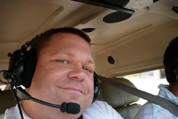 Farár z Dechtíc rád lieta. Zatiaľ však iba ako pasažier.