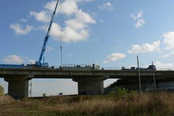 Nadrozmerný náklad pôjde aj cez most,ktorý je v súčasnosti uzatvorený.