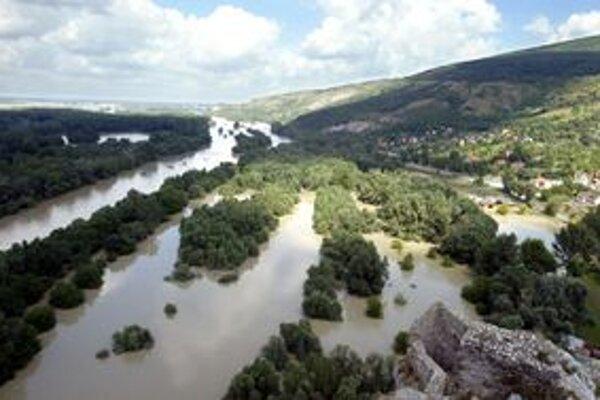 Hladina rieky Morava stúpla.