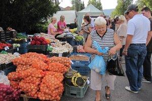 Jarmok ponúka aj sezónnu zeleninu.