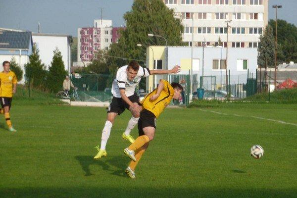 Stará Turá (v žltom) podľahla Ladcom o gól.