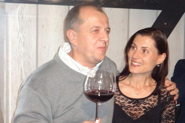 Richard Rybníček oslavoval víťazstvo so svojou manželkou.
