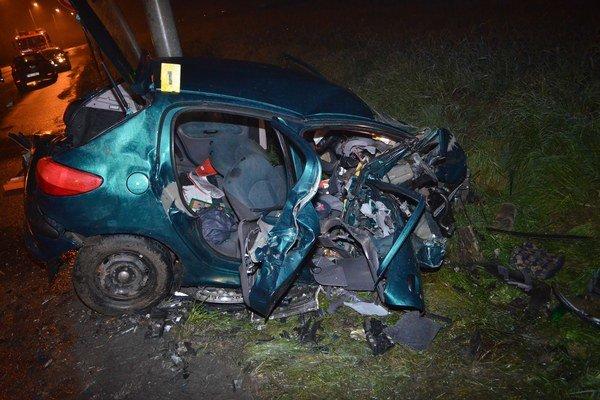 Takto po havárií dopadol Peugeot.