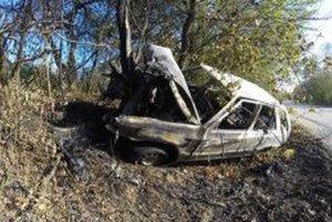 Škoda Felicia vyhorela do tla.