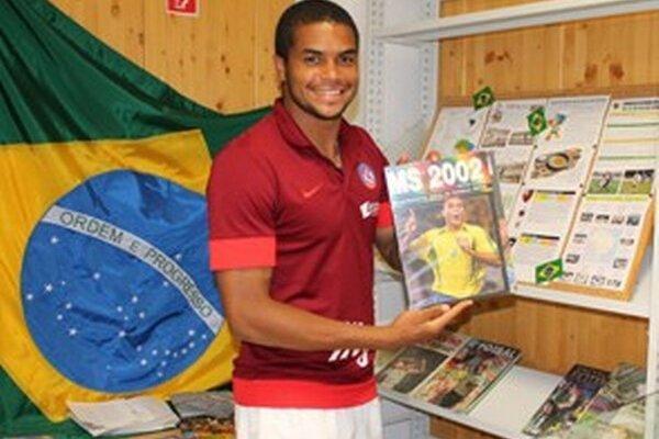 Brazílske symboly môžete v knižnici spoznávať počas celých majstrovstiev sveta