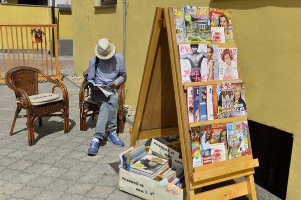 Letnú čitáreň ponúka mestská knižnica.