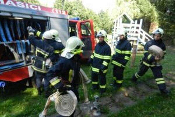 Soblahovskí hasiči pri cvičení v Mníchovej Lehote