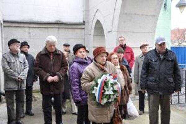 Spomienka pri synagóge v Trenčíne