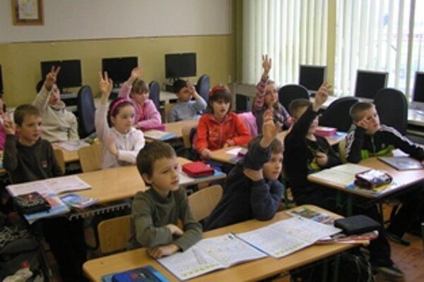Niektoré menšie základné školy by sa kvôli efektívnosti využívania peňazí mali podľa odborníkov zrušiť.