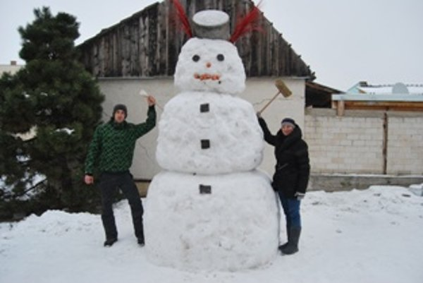 Pri rekordnom snehuliakovi sa každý rád odfotí.
