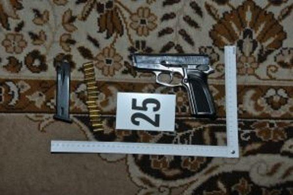 Jedna zo zbraní zaistených pri domovej prehliadke