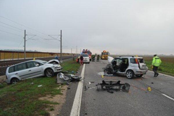 Pri autonehode sa zrazili tri osobné autá a zablokovali premávku