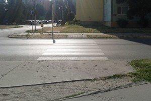Chodník na Gogoľovej ulici je v katastrofálnom stave
