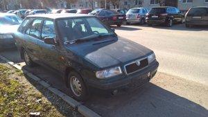 Nepojazdné vozidlo, blokujúce parkovacie miesto