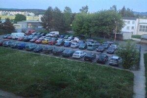 Parkovanie dodávok na parkovisku pre osobne vozidla