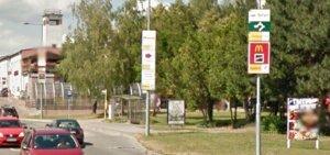 Smerové tabule firiem pri cestách v Prievidzi vyrušujú vodičov
