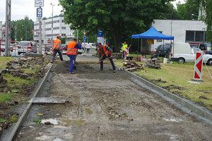 Oprava ciest a chodnikov na komplet