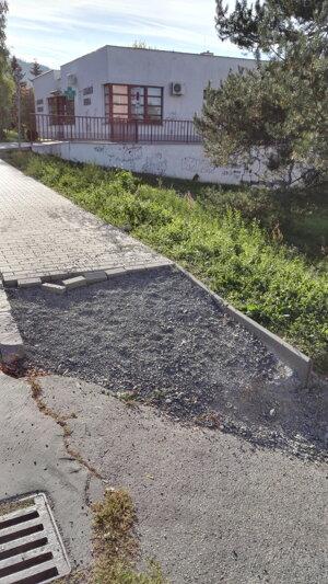 Nedokonceny chodník na Sekieri