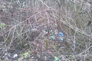 Čierna skládka odpadu pri areali bývalej kotolne