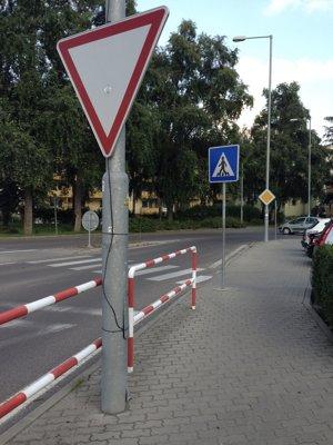 Značka v chodníku