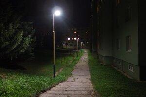 Nefungujúca lampa na Povstaleckej ulici