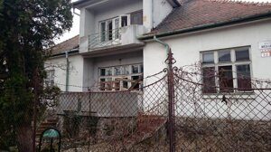 Neobývaný, neudržiavaný rodinný dom v centre mesta